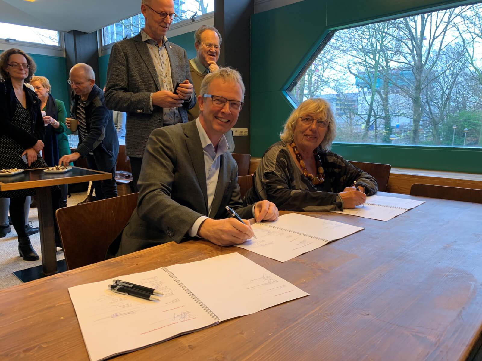 Rob Haans en Levina Schüller – de Lange ondertekenen de samenwerkingsafspraken